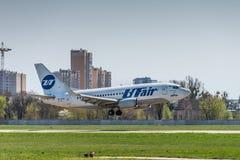 Boeing 737-500 UTair flyg Arkivfoto