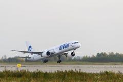 Boeing 757-200 Utair flygbolag tar av Fotografering för Bildbyråer