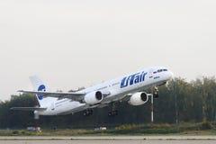 Boeing 757-200 Utair flygbolag tar av Royaltyfria Foton