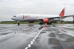 Boeing 757 Vimflygbolag i parkeringsplatsen, Royaltyfri Foto