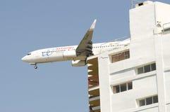 Boeing volant inférieur 737 Photographie stock