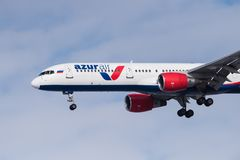 Boeing 757-231 VP-BPB Azur powietrze Zdjęcie Stock