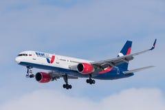 Boeing 757-231 VP-BPB Azur powietrze Fotografia Royalty Free