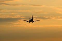 Boeing 737 VP-BRG Nordavia Dzielnicowe linie lotnicze latają w wieczór niebo Obraz Royalty Free