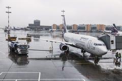 ` Boeings 737-8LJ Mikhail Shchepkin-` VQ-BWE die Fluglinie Aeroflot am Flugplatz von Sheremetyevo-Flughafen Vorbereitung vor dem  Stockfoto