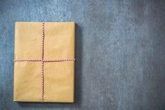 Boek als perfecte Kerstmisgift Stock Foto's