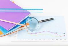 Boek en documenten grafieken succesvol voor zaken Royalty-vrije Stock Afbeeldingen