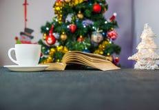 Boek en koffie Stock Afbeelding