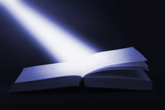 Boek en straal stock fotografie