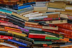 Boek grote gekleurde stapel royalty-vrije stock fotografie