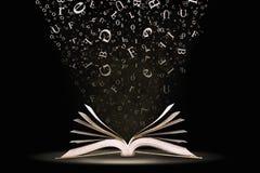 Boek met dalende brieven stock foto