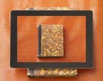Boek op een tablet Royalty-vrije Stock Foto's