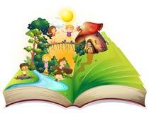 Boek van kinderen die in het park spelen Royalty-vrije Stock Foto's