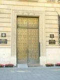 Boekarest - de ingang van National Bank van Roemenië stock foto's