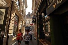 Boekarest - het dagleven in de oude stad stock foto's