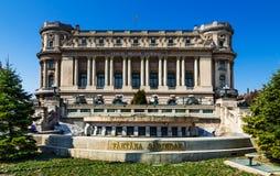 Boekarest, het Paleis van het Leger en fontein Sarindar Stock Foto's