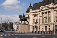 BOEKAREST - MAART 17: Ruiterstandbeeld van Carol I voor Royal Palace Foto op 17 Maart, 2018 in Boekarest wordt genomen dat Stock Fotografie