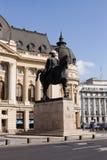 BOEKAREST - MAART 17: Ruiterstandbeeld van Carol I voor Royal Palace Foto op 17 Maart, 2018 in Boekarest wordt genomen dat Royalty-vrije Stock Foto's
