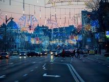 Boekarest/Roemenië - 12/26 2017: Kerstmisdecoratie op Nicolae Balcescu Blvd in Boekarest Stock Foto's