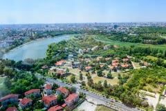 BOEKAREST, ROEMENIË - OKTOBER 25, 2015: Het Noordenkant van Boekarest, haar Royalty-vrije Stock Foto's