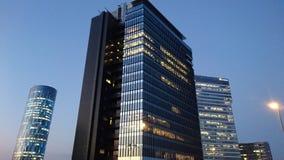 Boekarest 's nachts - bureaugebouwen in Pipera-district stock fotografie