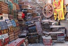 Boeken in Acqua Alta Libreria, beroemdste gebruikte boekhandel in Venetië royalty-vrije stock foto's