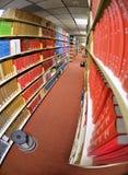 Boeken in Bibliotheek Stock Foto's