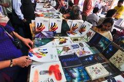 Boeken bij Kolkata-Boekenbeurs worden getoond - 2014 die Royalty-vrije Stock Foto