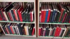 Boeken, Boekenrek, Lezing, het Leren, Onderwijs stock videobeelden