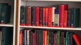 Boeken, Boekenrek, Lezing, het Leren, Onderwijs stock video