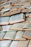 Boeken die patroon met schaduwen maken Royalty-vrije Stock Foto's