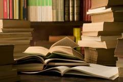 Boeken in een studieruimte Royalty-vrije Stock Afbeeldingen