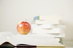 Boeken en appel Royalty-vrije Stock Foto