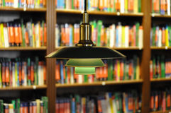 Boeken en boekenrekken stock foto's