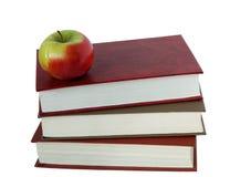 Boeken en een appel Royalty-vrije Stock Foto's