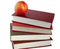 Boeken en nectarine Stock Afbeeldingen
