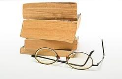 boeken en schouwspel stock afbeeldingen