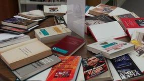 Boeken, Lezing, het Leren, Onderwijs stock videobeelden