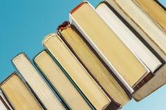 Boeken op blauwe achtergrond Royalty-vrije Stock Fotografie