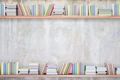 Boeken op concrete achtergrond Royalty-vrije Stock Foto's