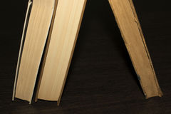 Boeken op een houten lijst Royalty-vrije Stock Foto's