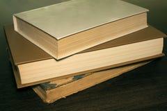 Boeken op een houten lijst Stock Foto