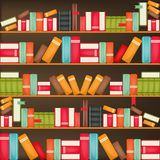 Boeken op een houten plank Stock Foto's
