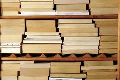 Boeken op Houten Plank Stock Fotografie