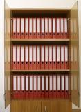 Boekenrek met omslagen Stock Foto's