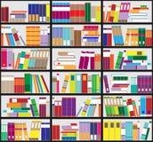 Boekenrekachtergrond Plankenhoogtepunt van kleurrijke boeken Stock Foto