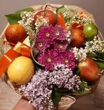 Boeket, fruit, kleurrijke bloemen, mooi, helder, stock afbeelding