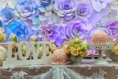 Boeket, kaarsen en bloemen Royalty-vrije Stock Afbeelding