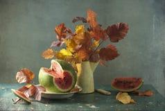 Boeket van bladeren en watermeloen stock afbeelding
