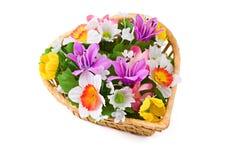 Boeket van bloemen, dat op wit wordt geïsoleerdi Royalty-vrije Stock Afbeeldingen